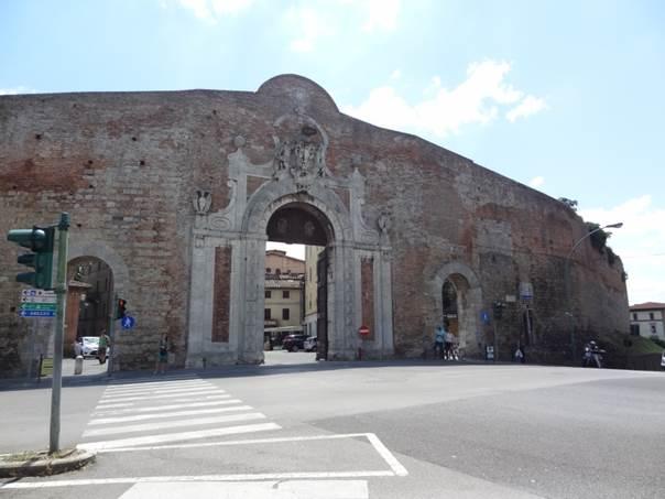 Bymuren som omkrandser Lucca