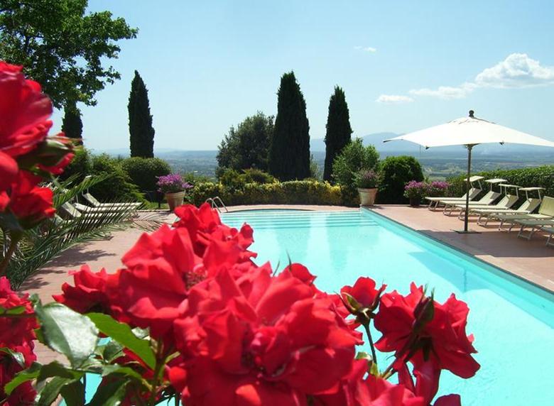 Billede af pool på Casa Italia. Billede fra www.localliving.dk