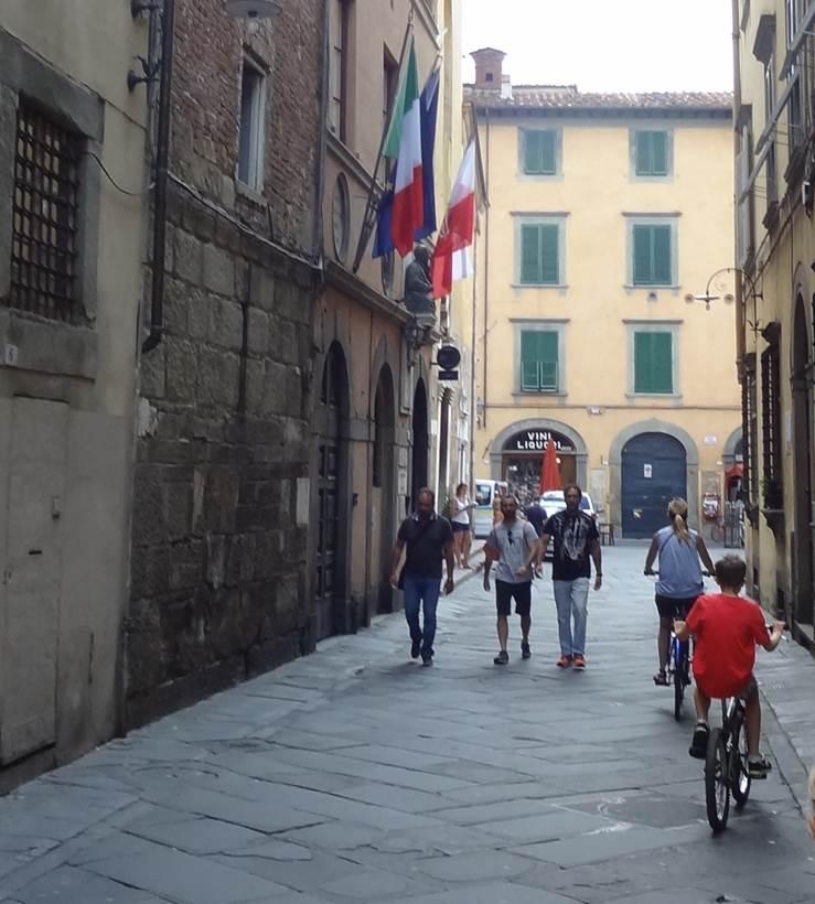 På cykel i Lucca